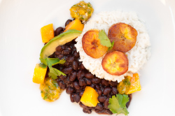 6a00e008d618bb8834015432781119970c-800wi.jpg Coconut rice with black beans and mangoes